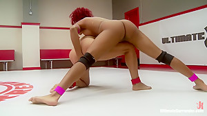 Can Izamar deflower Daisy? 2 strong wrestlers fight for sexual control