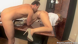 Hardcore and hot scene in office with Brooklyn Lee and her fucker