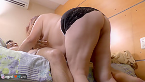 AGEDLOVE - Gloria seduces Young