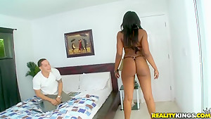 Amazon warrior Charmaine pleases Cris Commando