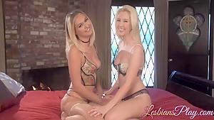 Blonde lesbians Natalia and Samantha love hot pussy licking