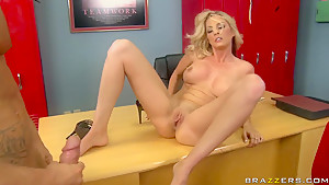Hot blonde Sindy is gonna get down and suck