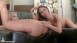 Sandee Westgate and Sandy licking & fingering