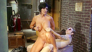 Sultry Shay Fox strikes a deal for real pussy plowing