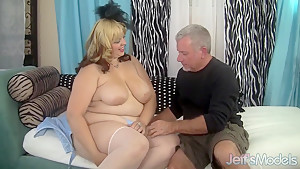 Sexy chubby model Buxom Bella has sex