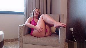 PAWG Milf Camgirl Twerking Ass Shaking To Din Daa Daa
